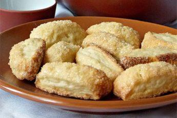 Очень быстрый рецепт готовки и печенье получается не только вкусным, но и мягким, воздушным.