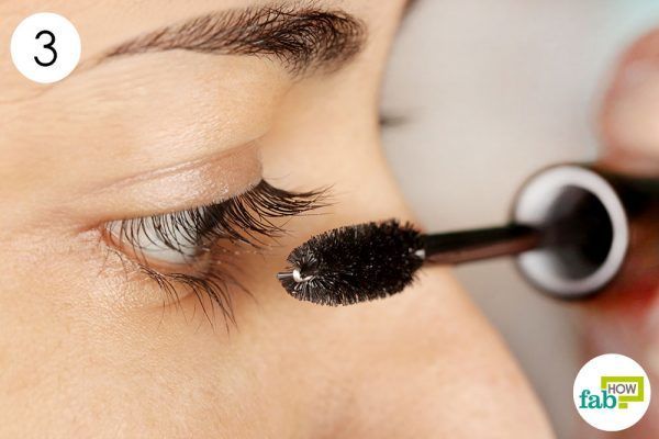 step-3-apply-it-on-your-eyelashes-every-night-to-get-thicker-eyelashes-600x400-4651279
